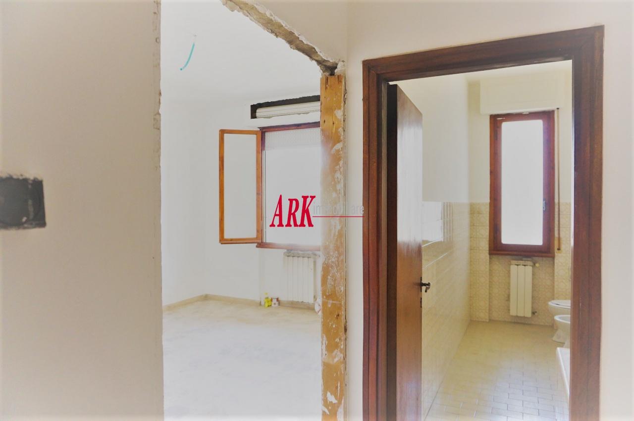 Appartamento in discrete condizioni in vendita Rif. 11124625