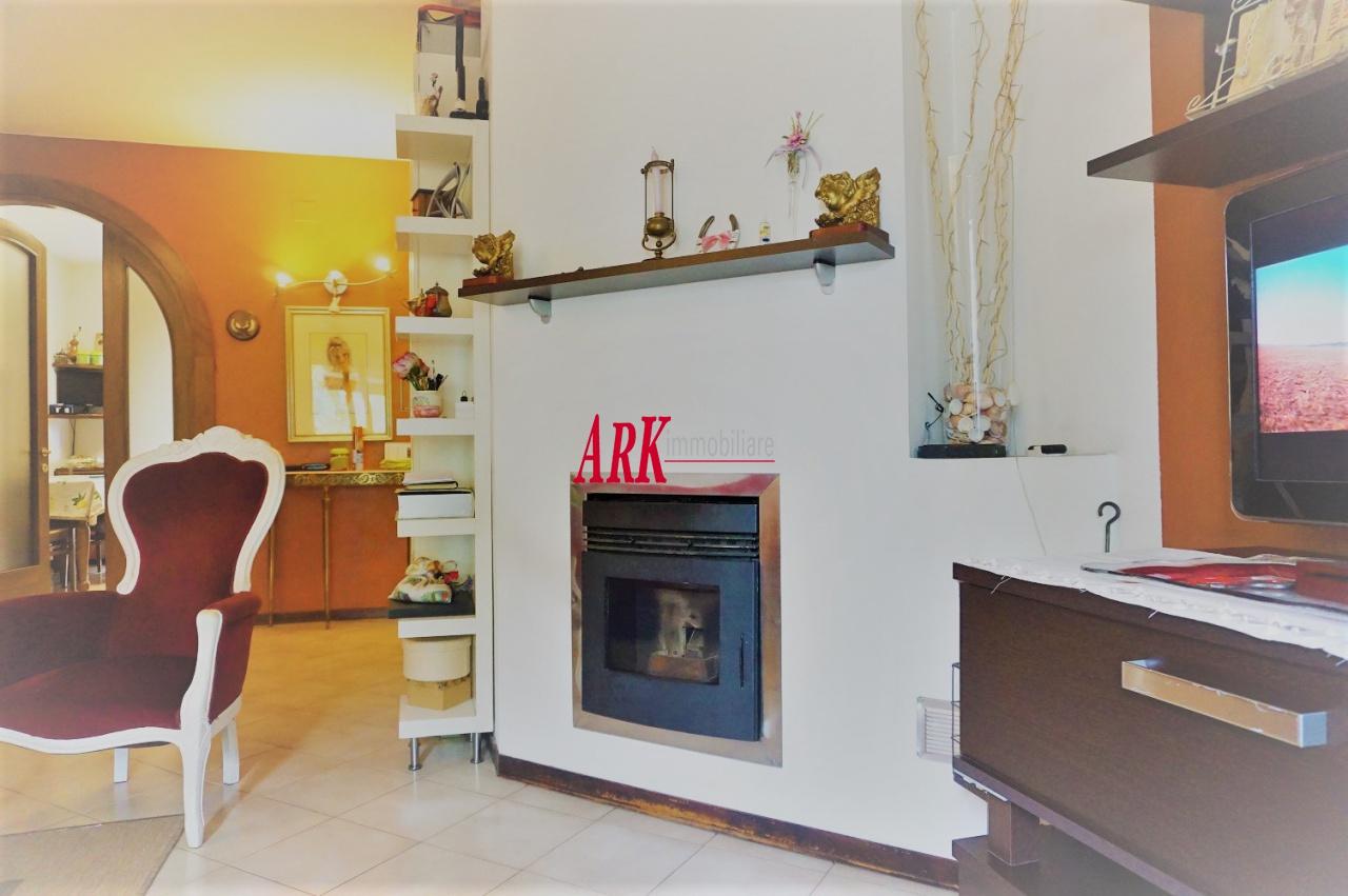 Appartamento in buone condizioni in vendita Rif. 11650729