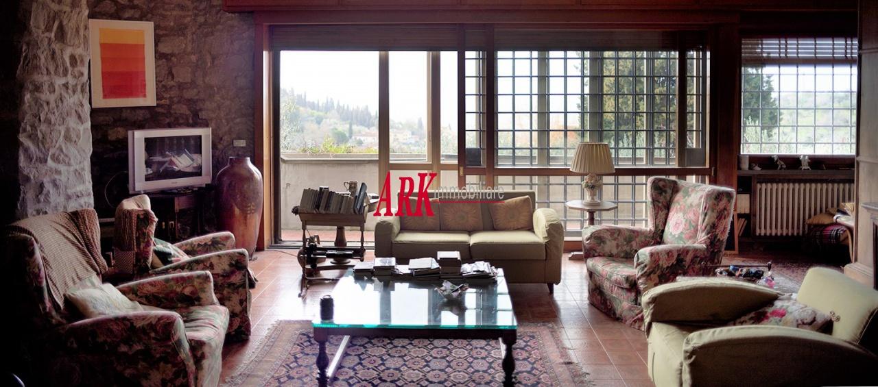 Villa in discrete condizioni in vendita Rif. 11701433