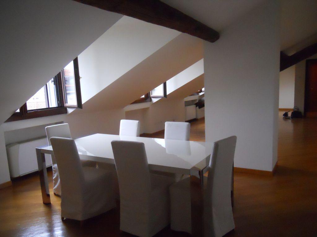 Attico / Mansarda in affitto a Milano, 4 locali, zona Zona: 1 . Centro Storico, Duomo, Brera, Cadorna, Cattolica, prezzo € 3.000 | Cambio Casa.it