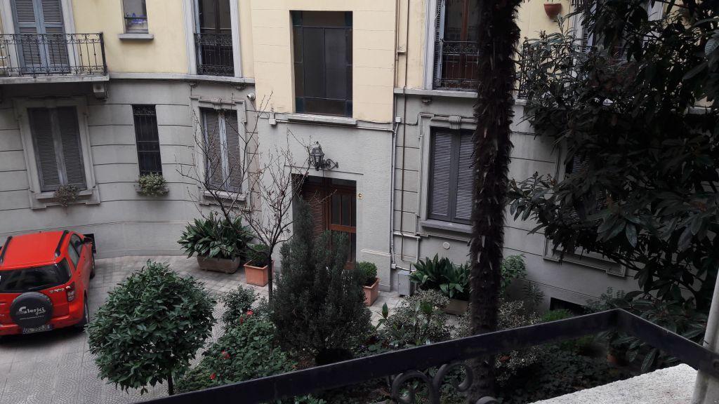 Bilocale Milano Via Mercadante 3