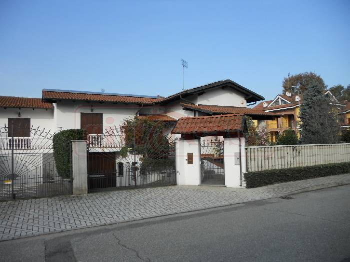 Villa in vendita a Torrazza Piemonte, 8 locali, prezzo € 360.000 | CambioCasa.it