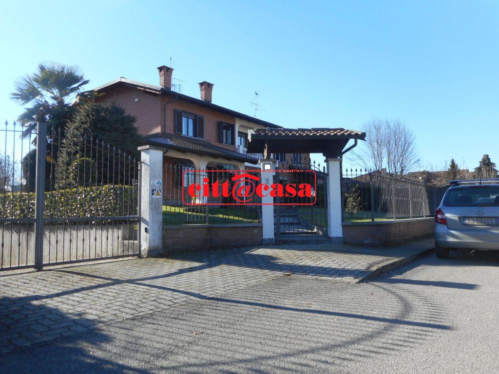 Villa in vendita a San Sebastiano da Po, 9 locali, prezzo € 220.000 | CambioCasa.it