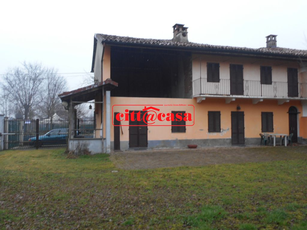 Rustico / Casale in vendita a Lauriano, 9 locali, prezzo € 78.000 | CambioCasa.it