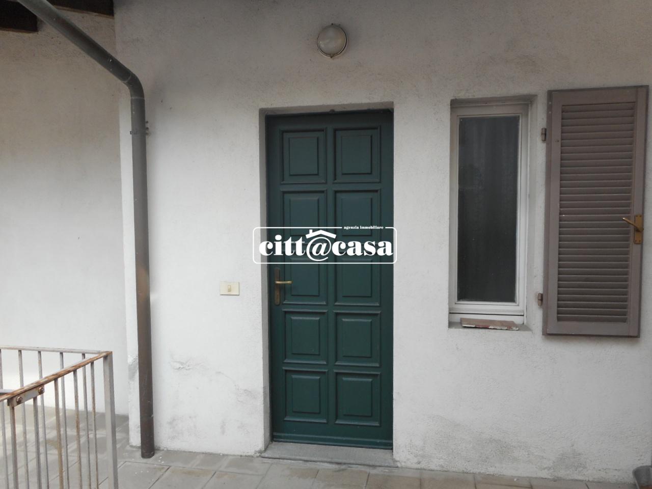 Appartamento in buone condizioni arredato in affitto Rif. 4767493