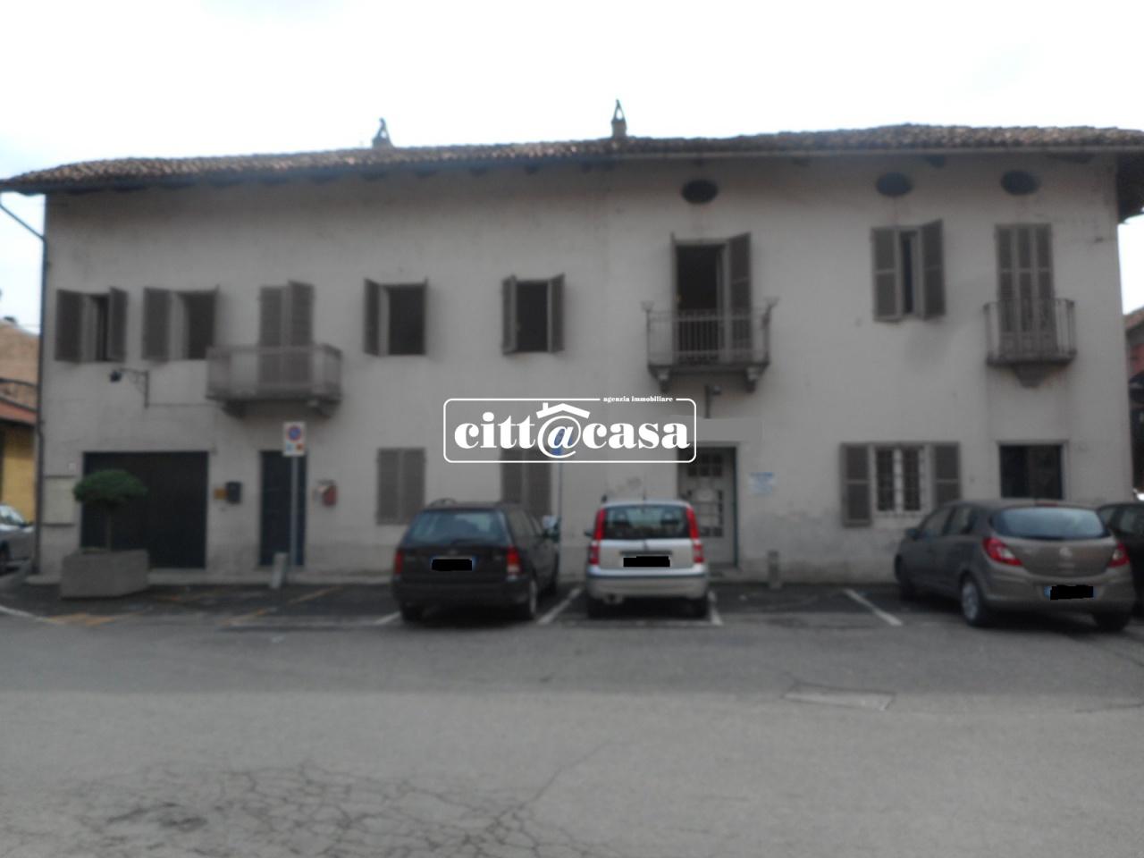 Appartamento in buone condizioni in affitto Rif. 4767425