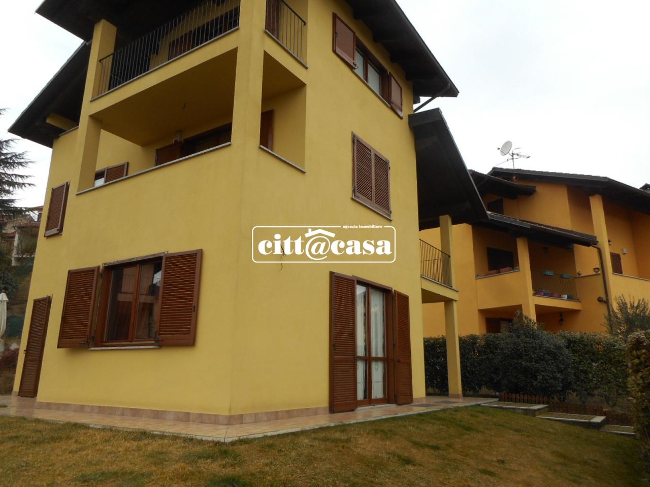 Villa in Vendita a Castagneto Po