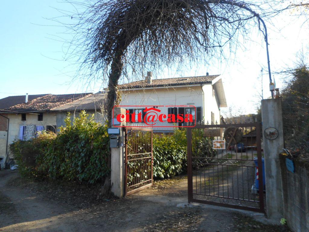 Rustico / Casale in vendita a Cavagnolo, 9 locali, prezzo € 175.000 | CambioCasa.it