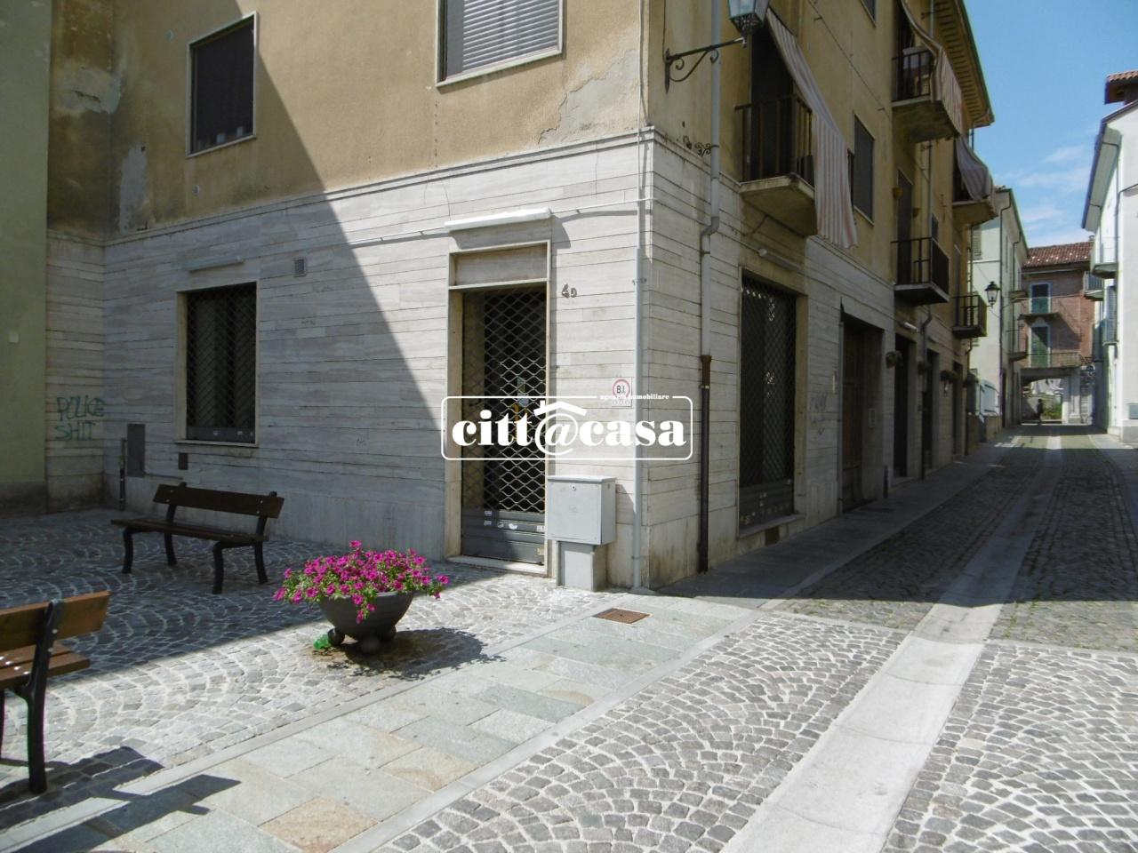 Negozio / Locale in affitto a Chivasso, 2 locali, prezzo € 500 | CambioCasa.it