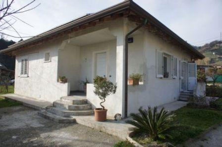 Soluzione Indipendente in vendita a Massa, 5 locali, zona Località: GENERICA, prezzo € 450.000 | Cambio Casa.it