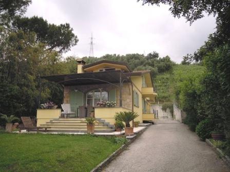 Villa in vendita a Massa, 10 locali, zona Località: GENERICA, Trattative riservate | Cambio Casa.it