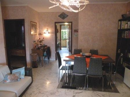 Appartamento in vendita a Carrara, 4 locali, zona Località: AVENZA, prezzo € 240.000 | Cambio Casa.it