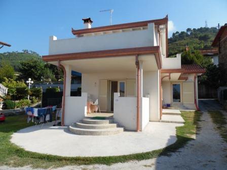 Villa in vendita a Montignoso, 5 locali, zona Località: CAPANNE, prezzo € 360.000 | Cambio Casa.it