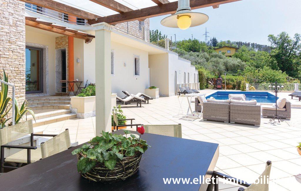 Villa bifamiliare MASSA V406