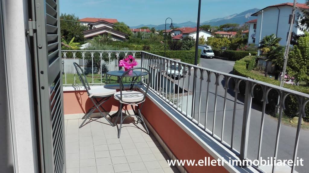 Appartamento in vendita a Montignoso, 5 locali, prezzo € 480.000 | PortaleAgenzieImmobiliari.it