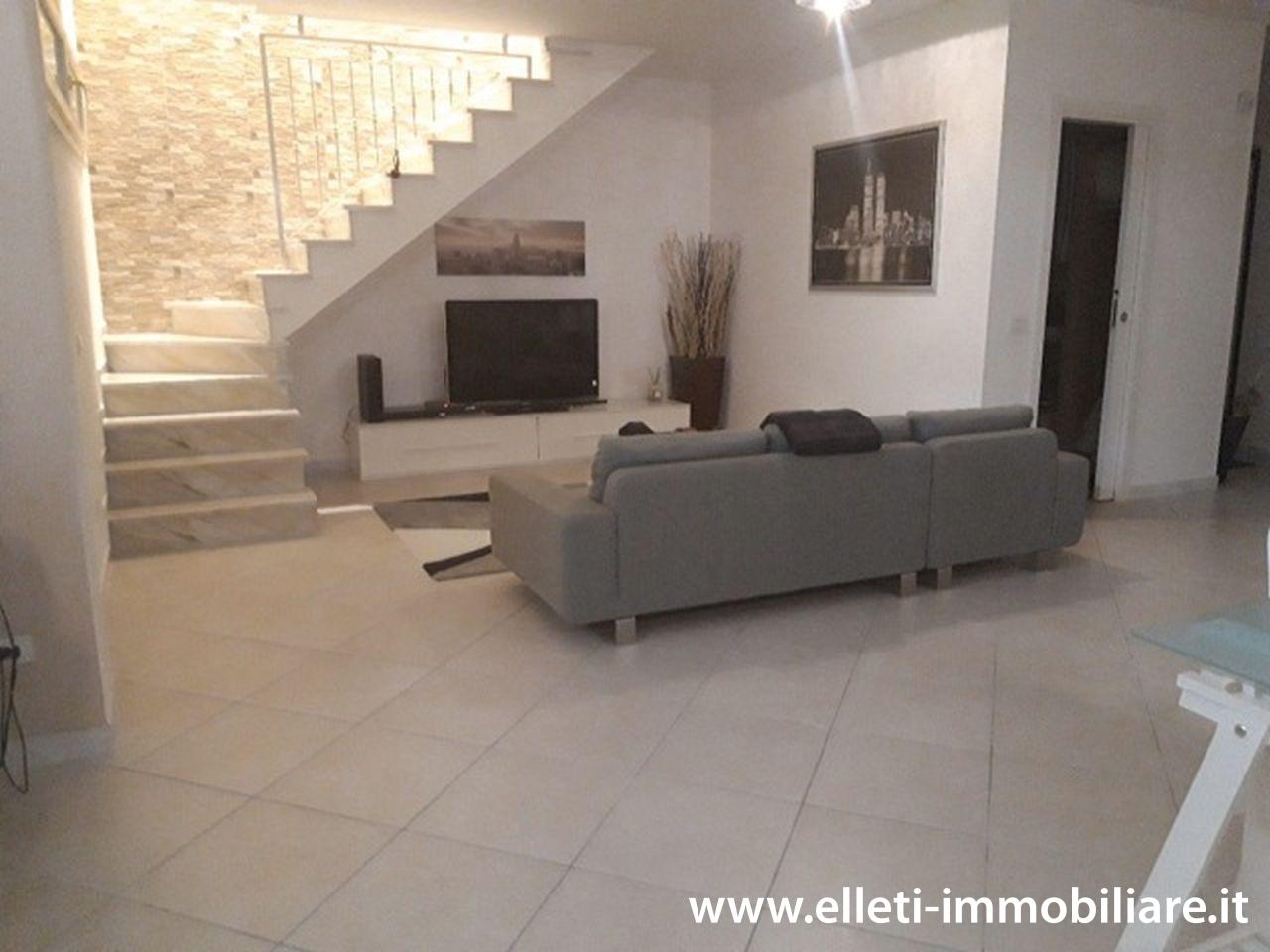 Appartamento in vendita a Montignoso, 6 locali, prezzo € 330.000 | PortaleAgenzieImmobiliari.it