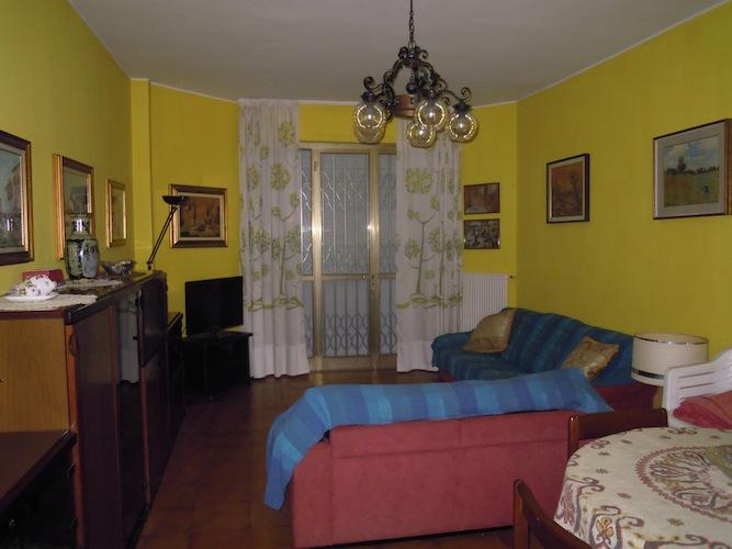 Appartamento in vendita a Massa, 4 locali, prezzo € 300.000   CambioCasa.it