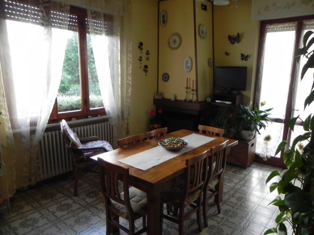 Appartamento in buone condizioni in vendita Rif. 10786210