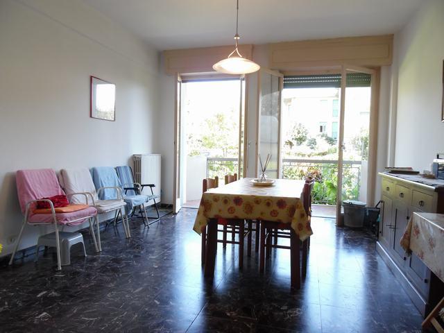 Appartamento in vendita a Massa, 4 locali, prezzo € 210.000   CambioCasa.it