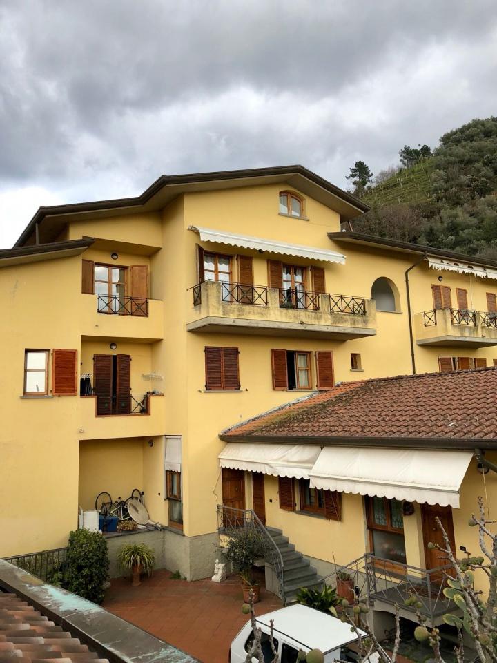 Appartamento in buone condizioni in vendita Rif. 10786278