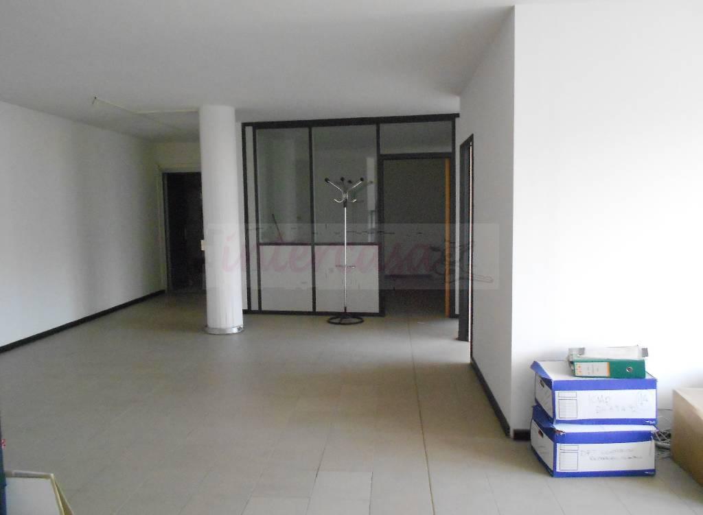 Ufficio in buone condizioni in affitto Rif. 4768016