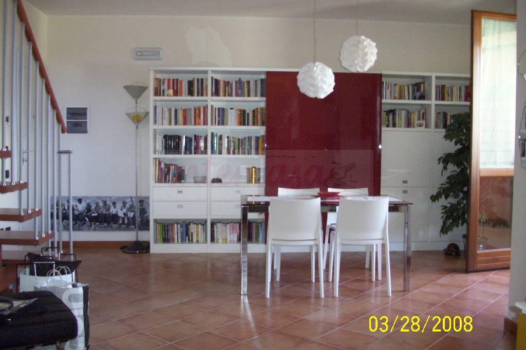 Appartamento 5 locali in vendita a Prato (PO)