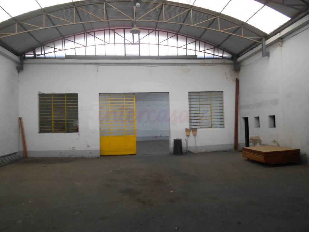 Magazzino - capannone in discrete condizioni in vendita Rif. 4768043