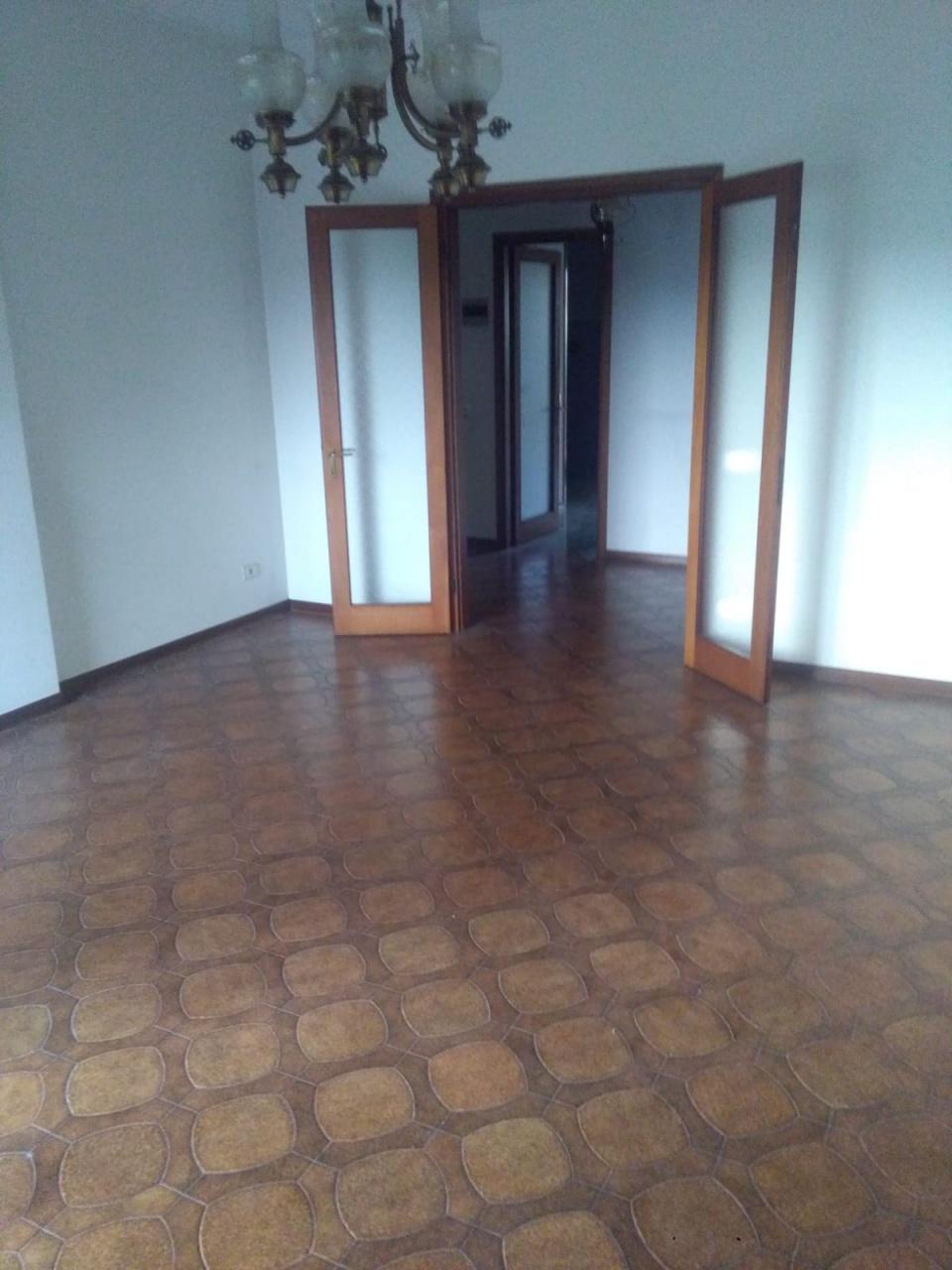 Appartamento in buone condizioni in vendita Rif. 11350462