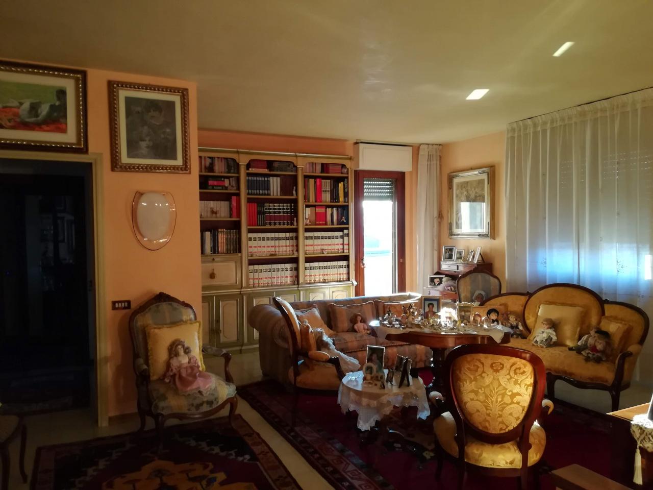 Appartamento in ottime condizioni in vendita Rif. 11510413