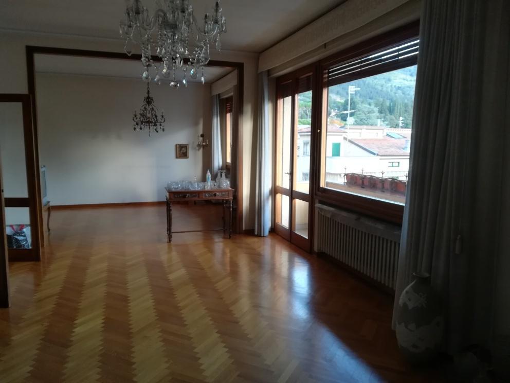 Appartamento in discrete condizioni in vendita Rif. 11533050