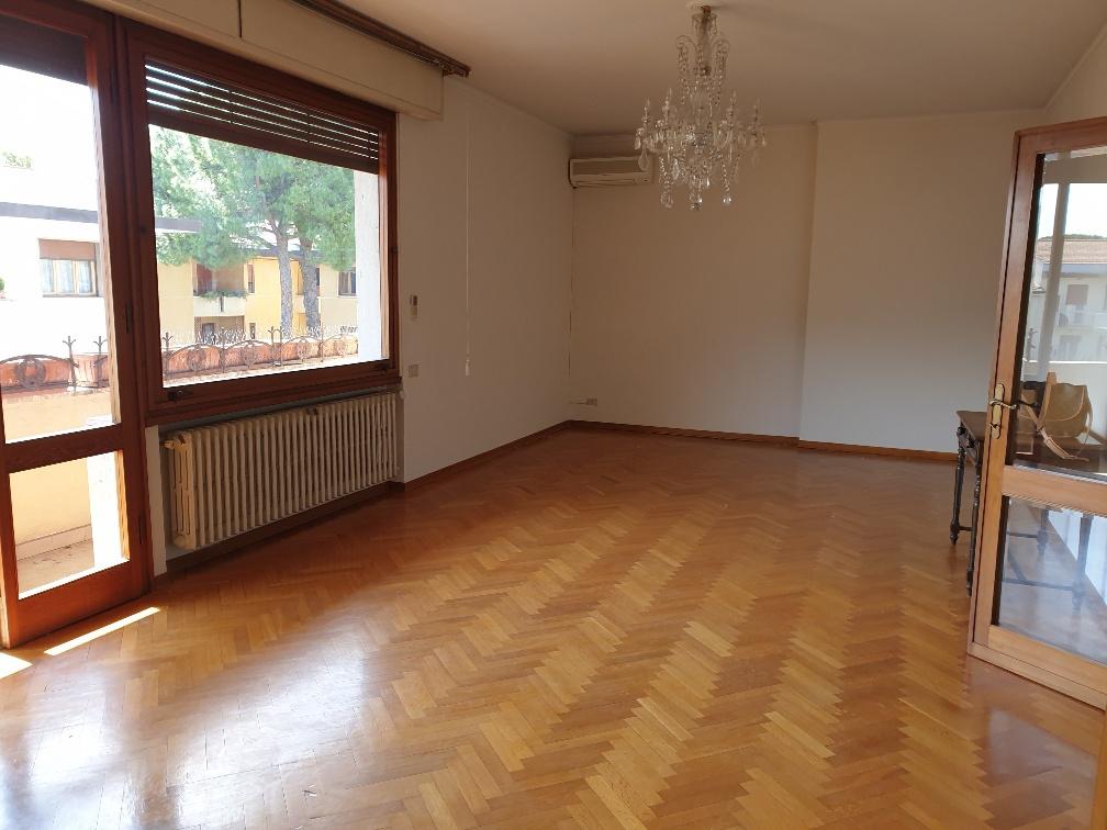 Appartamento in affitto a Prato, 5 locali, prezzo € 1.200   CambioCasa.it