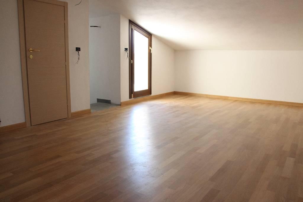 Appartamento in vendita a Pistoia, 4 locali, prezzo € 245.000 | PortaleAgenzieImmobiliari.it