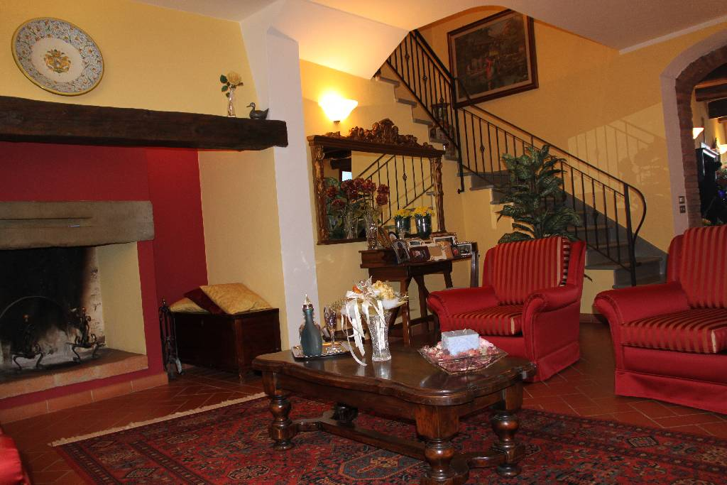 Villa in vendita a Montale, 7 locali, zona Località: VIA UGO FOSCOLO, prezzo € 890.000 | Cambio Casa.it