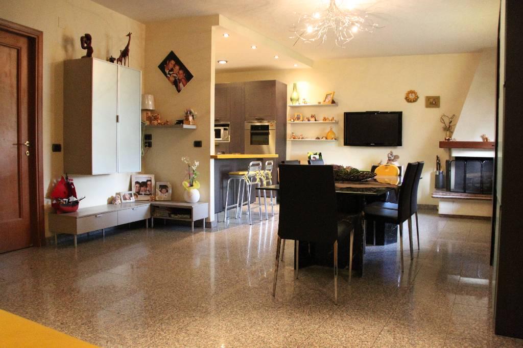 Villa a Schiera in affitto a Montemurlo, 6 locali, prezzo € 1.100 | CambioCasa.it