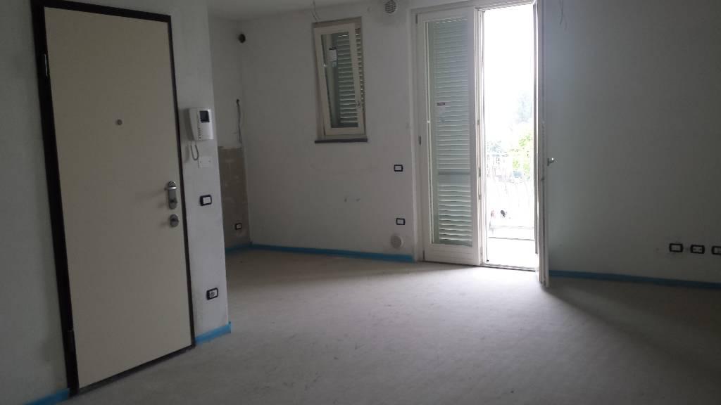 Appartamento in affitto a Montemurlo, 2 locali, zona Località: MONTEMURLO, prezzo € 550 | Cambio Casa.it