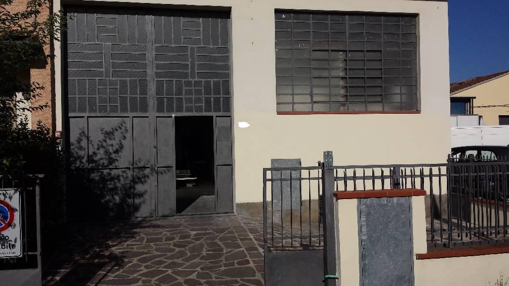 Laboratorio in affitto a Prato, 9999 locali, prezzo € 750 | CambioCasa.it