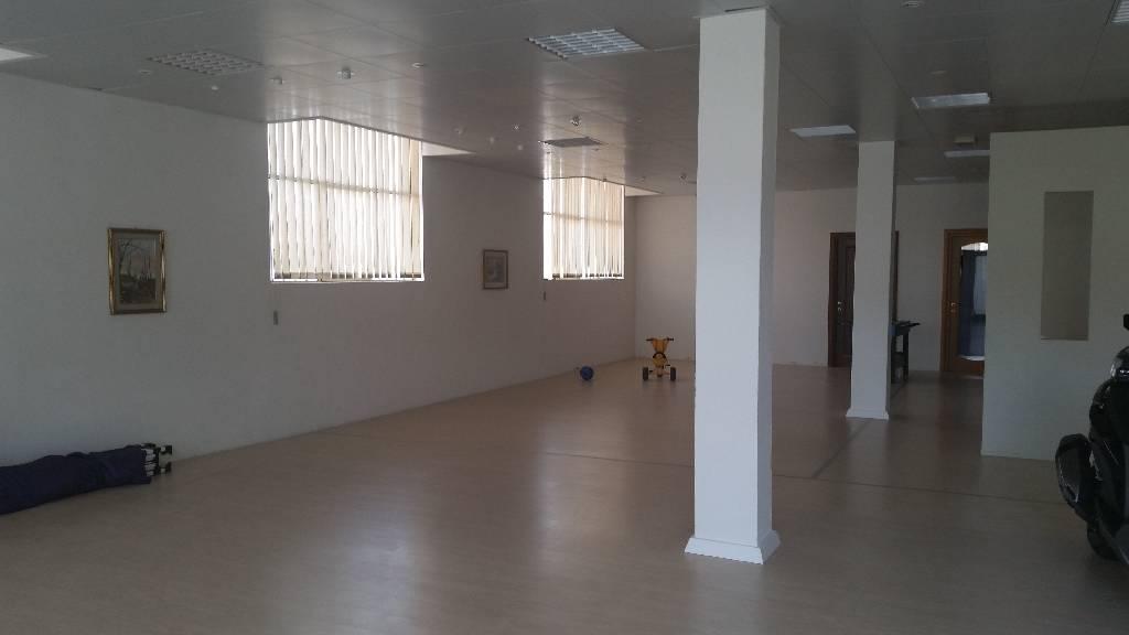 Negozio / Locale in affitto a Montale, 9999 locali, zona Località: MONTALE, prezzo € 1.000 | Cambio Casa.it