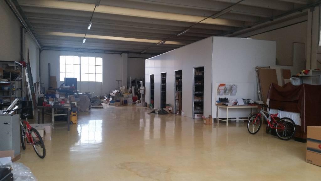 Magazzino - capannone in ottime condizioni in vendita Rif. 4768222