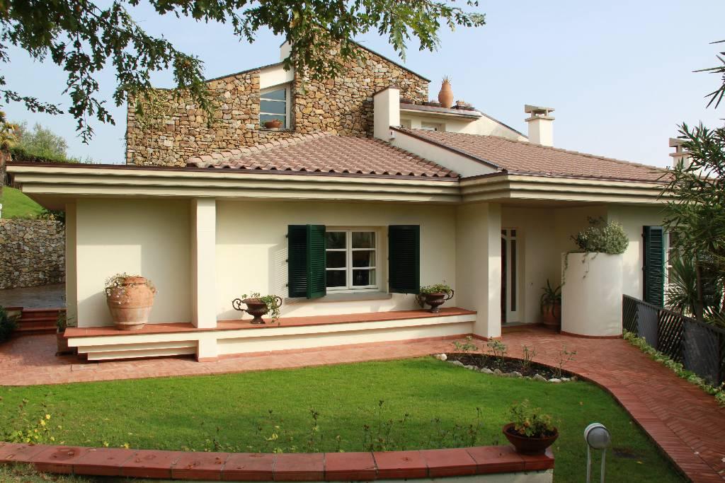 Villa in vendita a Montale, 10 locali, zona Località: MONTALE, Trattative riservate | Cambio Casa.it
