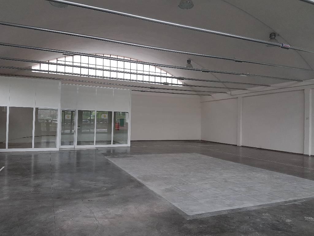 Capannone in affitto a Montemurlo, 9999 locali, zona Località: MONTEMURLO, prezzo € 1.600 | Cambio Casa.it