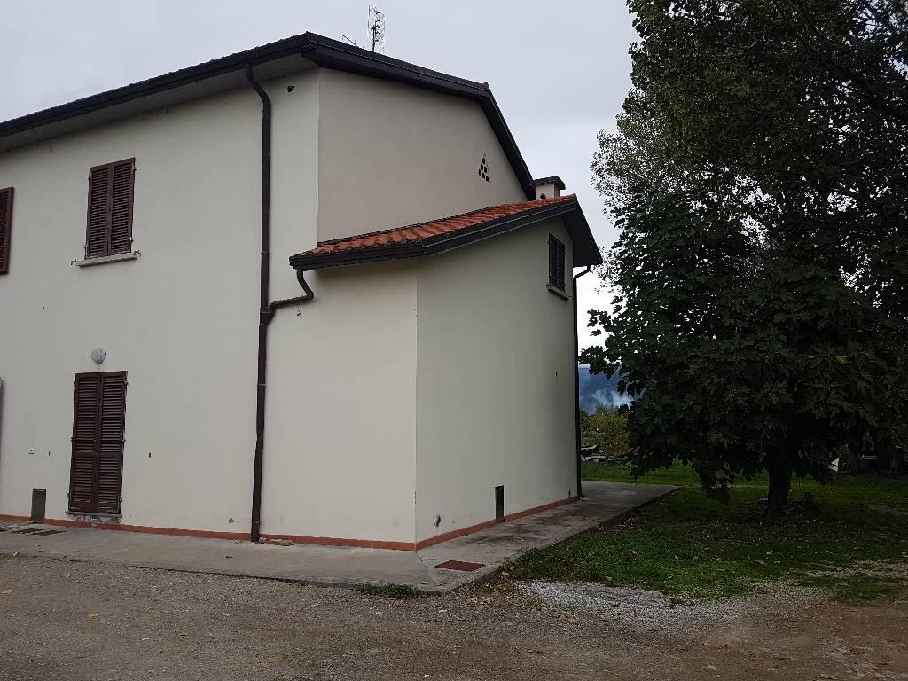 Soluzione Indipendente in affitto a Agliana, 4 locali, zona Località: AGLIANA, prezzo € 700 | Cambio Casa.it