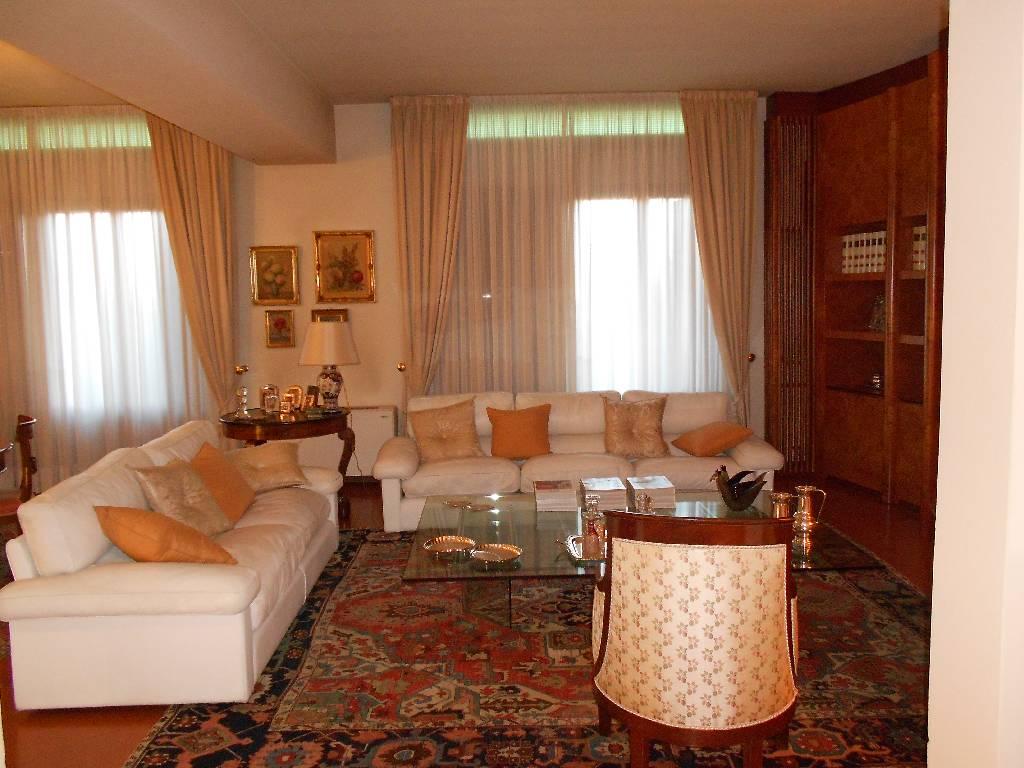 Villa in ottime condizioni in vendita Rif. 4768263