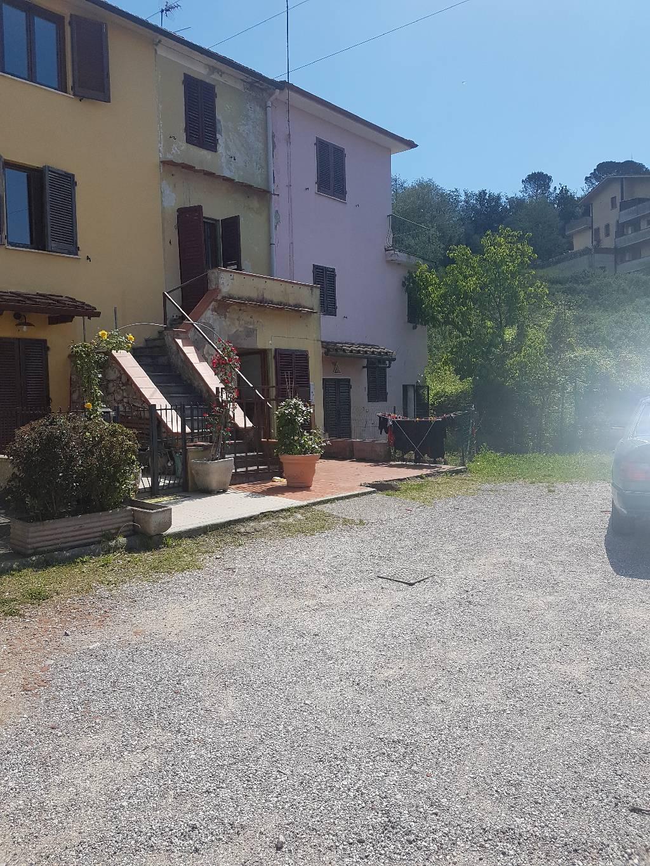 Soluzione Indipendente in vendita a Montecatini-Terme, 9999 locali, Trattative riservate | CambioCasa.it
