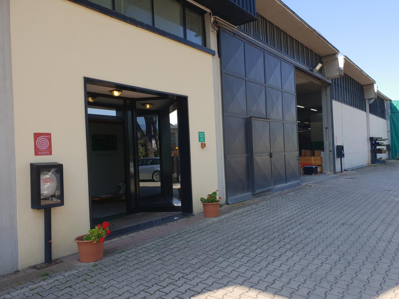Magazzino - capannone in buone condizioni in affitto Rif. 8195471