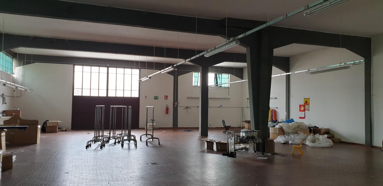 Magazzino - capannone in affitto Rif. 9801768