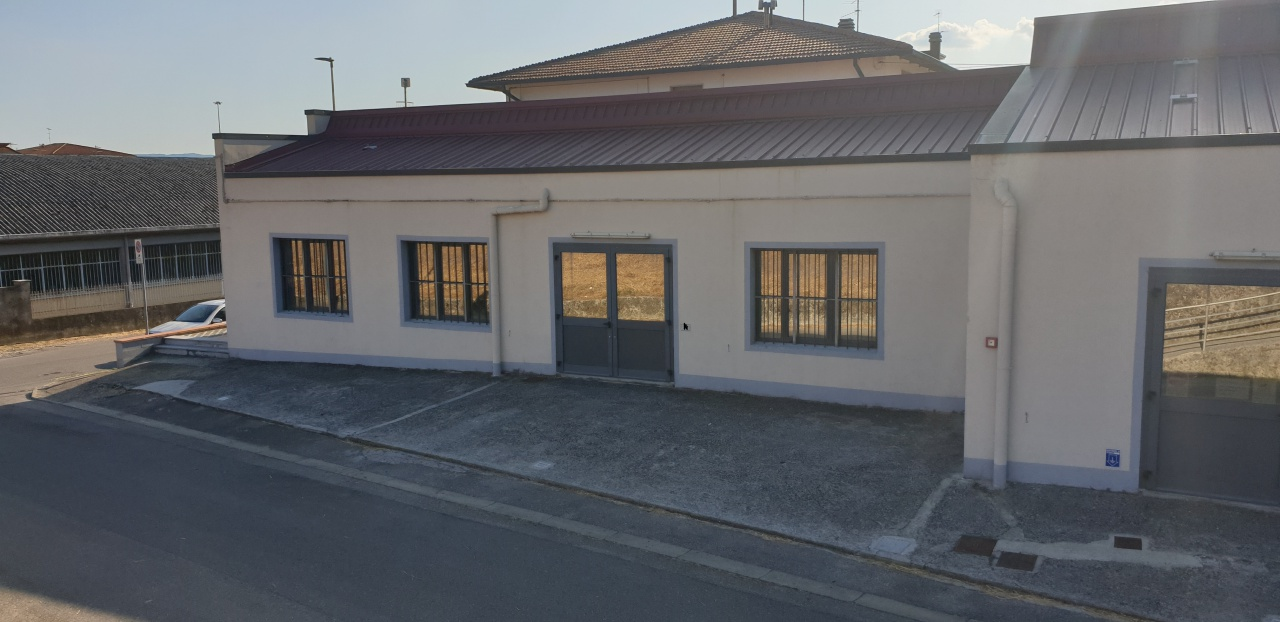 Magazzino - capannone ristrutturato in affitto Rif. 10747447