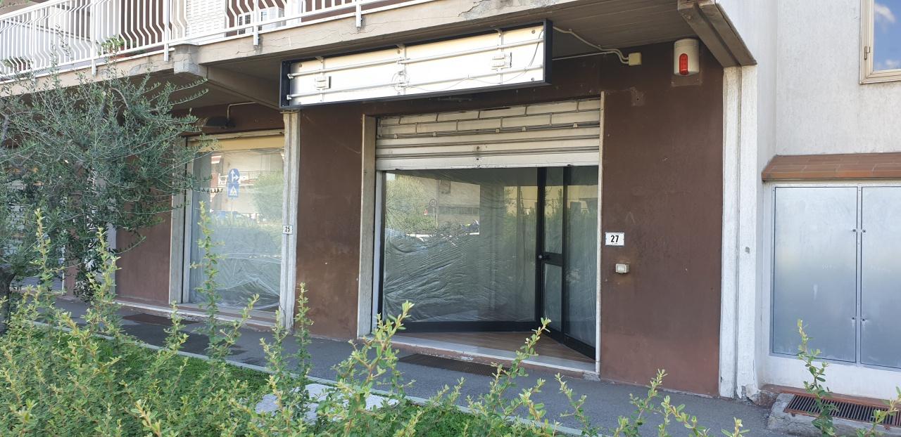 Terreno Commerciale in buone condizioni in affitto Rif. 11084847
