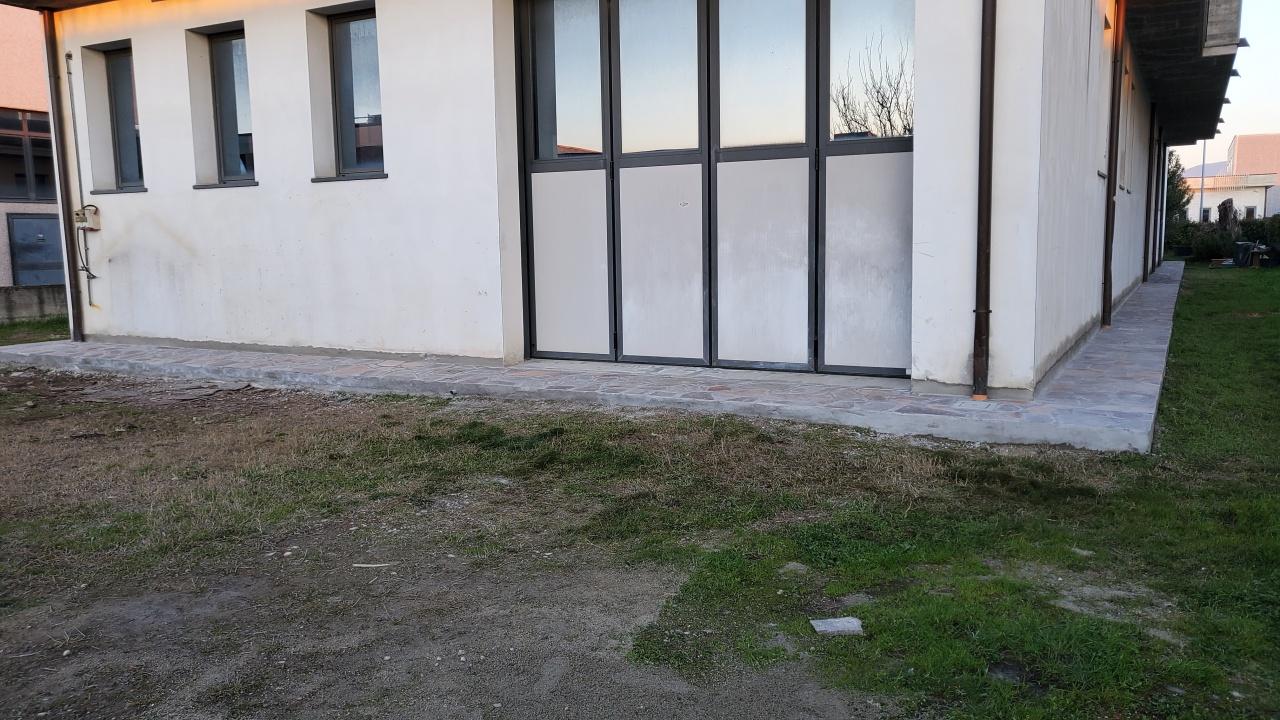 Capannone in affitto a Agliana (PT)