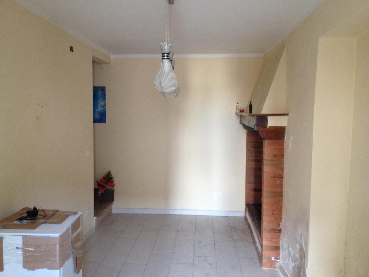 Appartamento da ristrutturare in vendita Rif. 9636325
