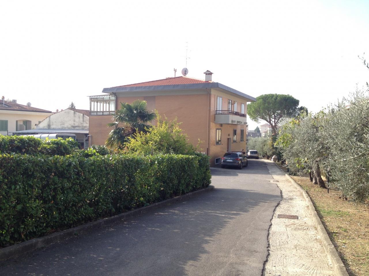 Appartamento in buone condizioni in vendita Rif. 9298697